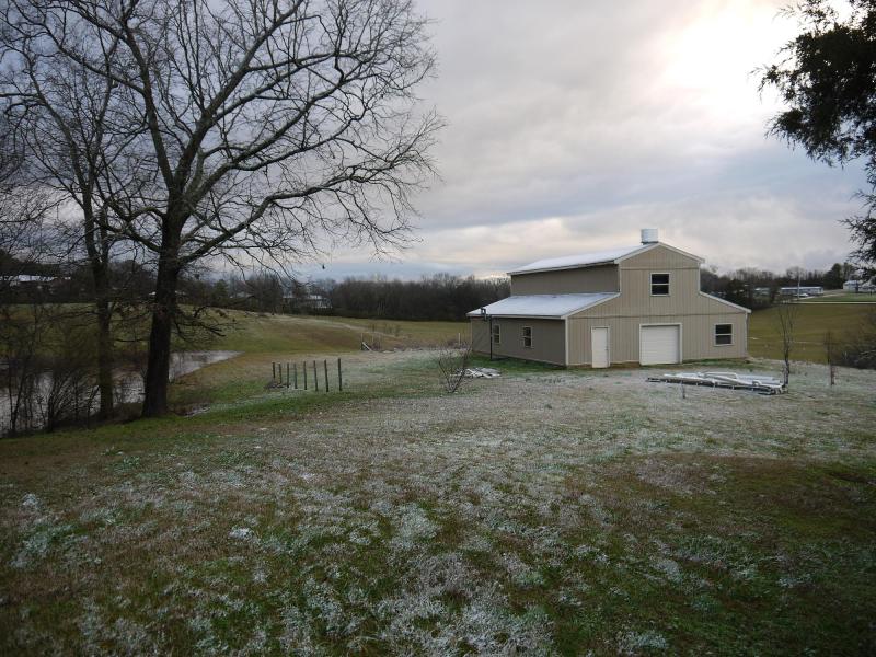 2020feb07-slightly-snowy-barn